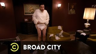 Broad City - Cleaning in the (Half) Nude