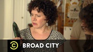 Broad City - Grandma Esther's Shiva