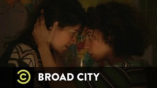Broad City - Can't Flush. Wanna Die.
