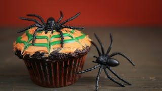 How To Make a Moving Halloween Cupcake