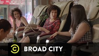 Broad City - Ilana's Mom at the Nail Salon