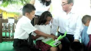 Nicholas Negroponte takes OLPC to Colombia