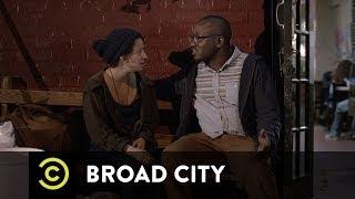 Broad City - Abbi Is Not a Sandwich Artist