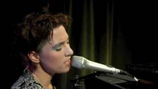 "Amanda Palmer: ""I Google You"" 
